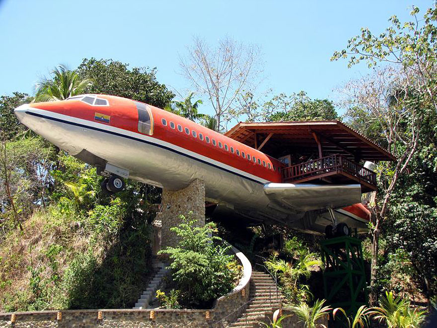 plane treehouse costa rica